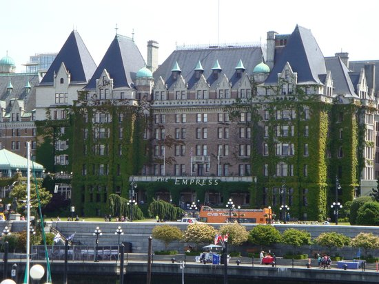 Empress Hotel National Historic Site of Canada: front of hotel