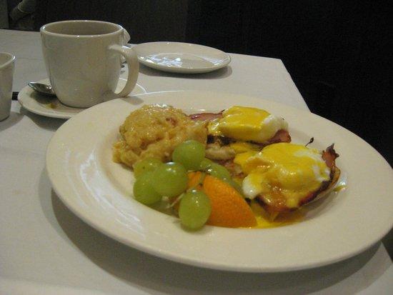 The Weathervane Restaurant: Eggs Benedict