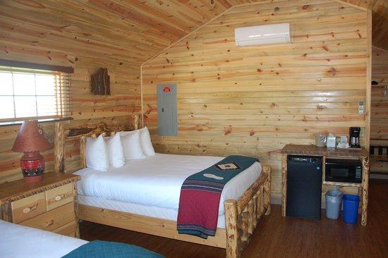 Cedar Pass Lodge: Interior of cabin