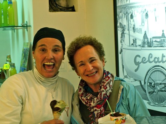 Gelateria Zini, il Gelato Artigianale: two happy people