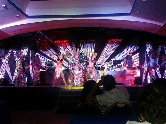 Occidental Tucancun: El show maya
