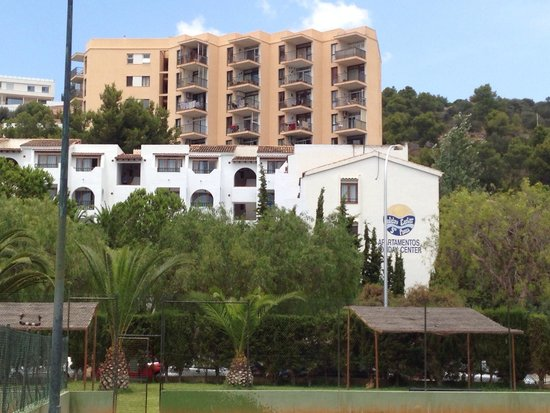 Aparthotel Holiday Center: View of hotel from tennis courts