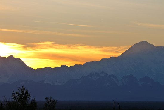 Talkeetna Alaskan Lodge: Evening view from the deck