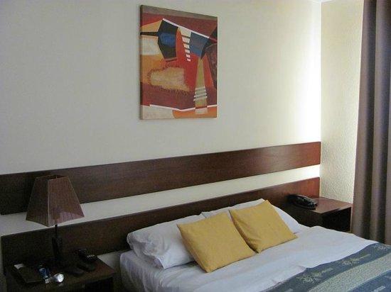 Las Torres de Ugarte: Decoración minimalista de las habitaciones 2da. planta del Hotel