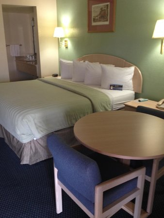 Travelodge Holbrook: Okay room