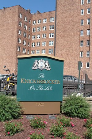 Knickerbocker on the Lake : Exterior of Building