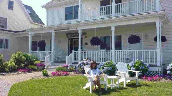 Inn at Harbor Hill Marina : front of captain clark house