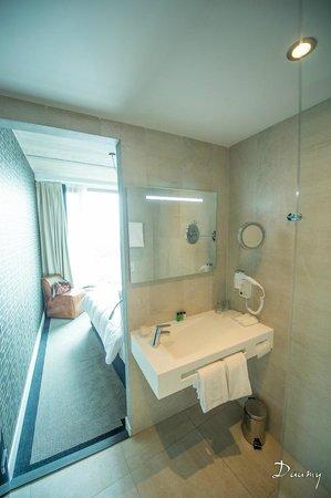 DoubleTree by Hilton Hotel Amsterdam - NDSM Wharf: salle de bain