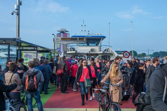 DoubleTree by Hilton Hotel Amsterdam - NDSM Wharf: le bac pour se rendre en ville