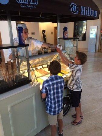 Hilton Vilamoura As Cascatas Golf Resort & Spa : ice cream at hilton vilamoura