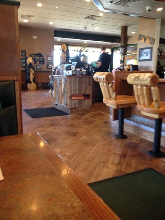 Black Bear Diner : Where you enter the restaurant, from the inside