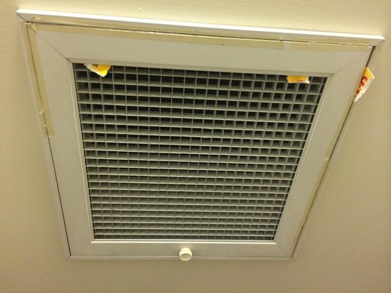 The Sebel Quay West Auckland: Dirty taped up air vent