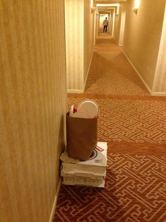 The Fairmont San Jose: Trash in the halls