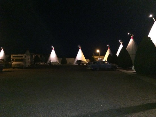 Wigwam Motel: View from the street
