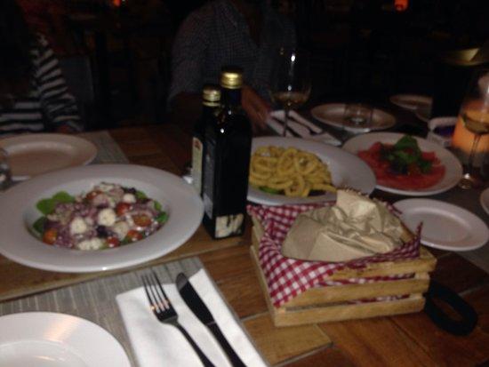 Negroamaro Italian Bar & Restaurant: Antipasto: polpo all'insalata,calamari fritti,carpaccio di tonno
