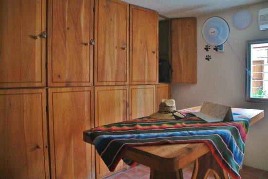 Hostal & Suites Pata de Perro: Lockers