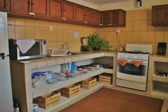 Hostal & Suites Pata de Perro: Cocina Dormitorio y Cuartos privados