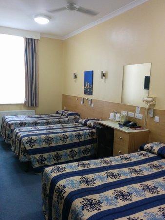 Luna & Simone Hotel: vista con 2 camas individuales