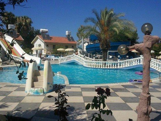 Riverside Garden Resort: pool