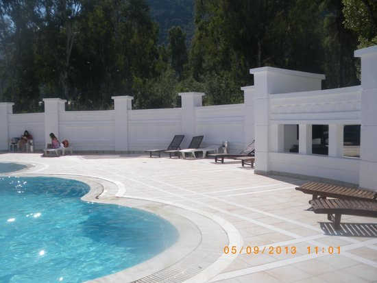 Mitsis Galini Wellness Spa & Resort: outdoor pool with thermal water