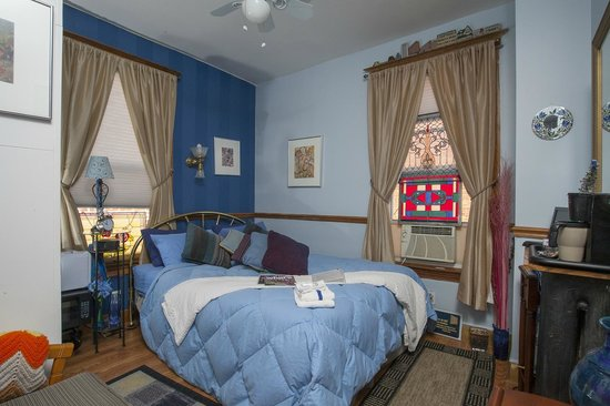 Otis Place Bed and Breakfast: Blue Room