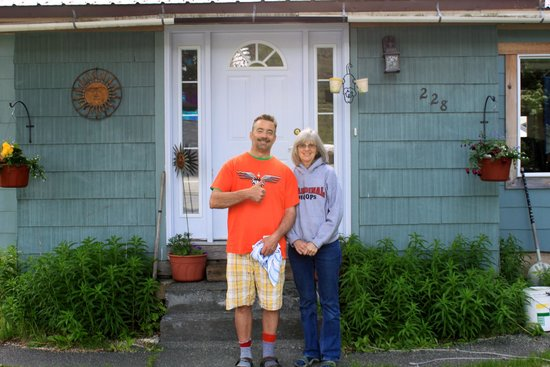 Sunshine House Bed and Breakfast: Proprietor's Marsha & Mike