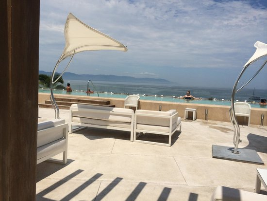 Hilton Puerto Vallarta Resort: Rooftop pool at O'West