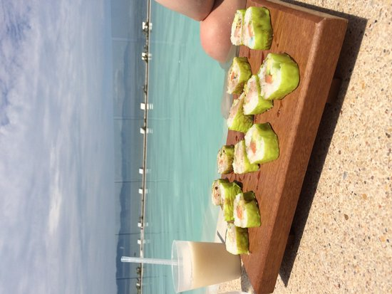 Hilton Puerto Vallarta Resort: Sushi by the infiniti pool at O'West