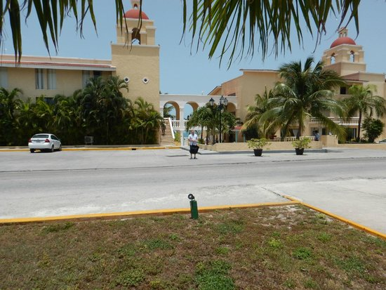 All Ritmo Cancun Resort & Waterpark : resort view while waiting for bus