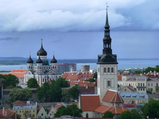 SPB Tours : View of Tallinn for the top of the Radisson Sky Hotel