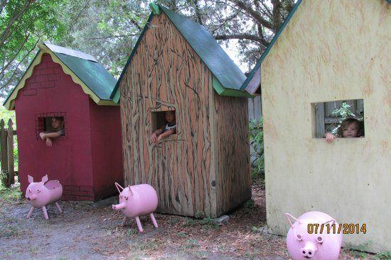 The Children's Garden: The Three Little Pigs