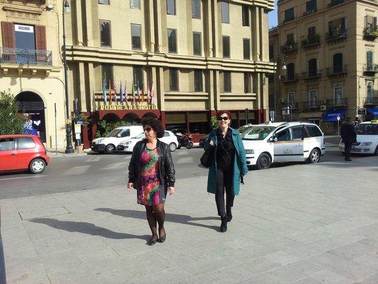 Politeama Palace Hotel: Esterno da Piazza Ruggero Settimo