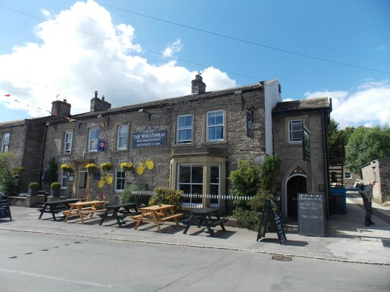 The Wheatsheaf in Wensleydale: Front of The Wheatsheaf - with le Tour decorations