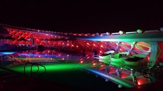 Yas Viceroy Abu Dhabi : Piscina
