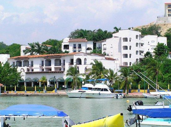 Marina Hotel & Resort: NUESTRO HOTEL VISTO DESDE EL FRENTE