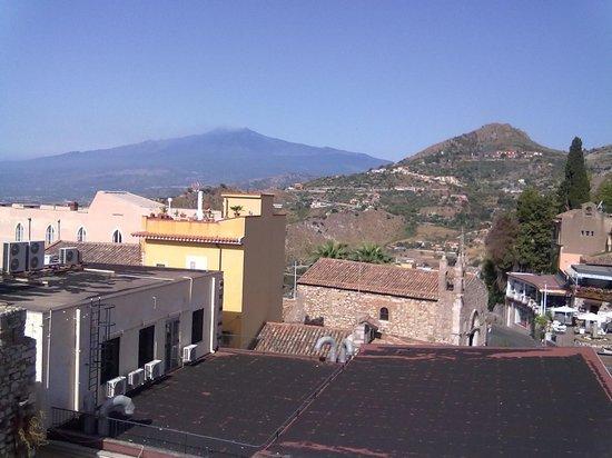 Hotel Del Corso: l'etna si impone dalla terrazza