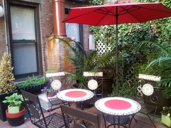 414 Hotel: Lovely communal patio