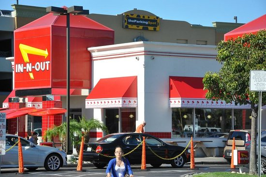 In-N-Out Burger : The LAX location on Sepulveda