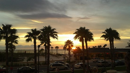 Magnuson Hotel Clearwater Beach: View from Crabby's