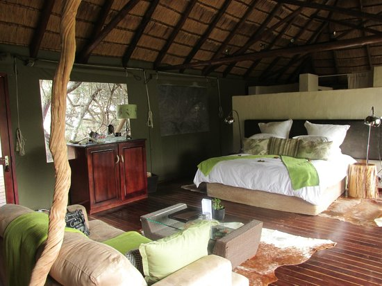 Shamwari Game Reserve Lodges : Interior of our tent