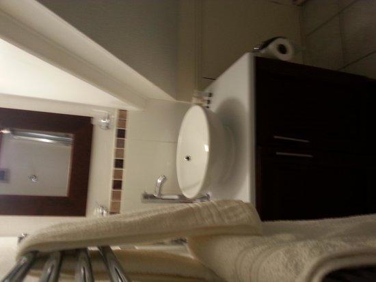 The Beeches Churchill: bathroom
