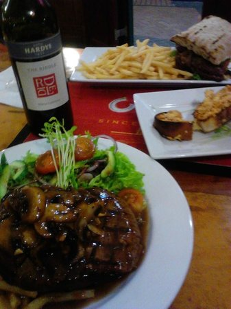 Exchange Hotel Mossman : Mouth watering Scotch Fillet with Mushrooms and red wine.