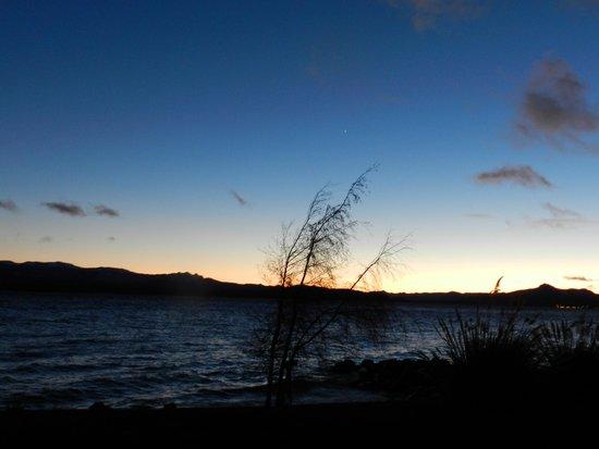 Cacique Inacayal Lake & Spa Hotel: Um amanhecer