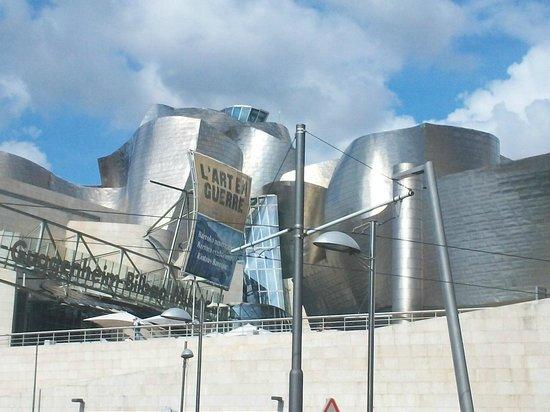 Museo Guggenheim de Bilbao: Vista Frontal