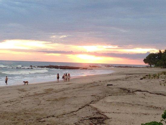 Habaneros: Sunset dining on the beach.