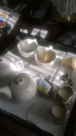 The Omni King Edward Hotel : Tea delivered to the room each morning