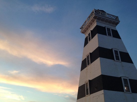 West Point Lighthouse Inn : At Sunset