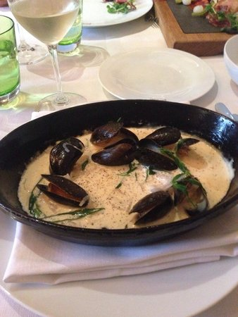 The Estate Grill at Great Fosters: 8 mussels for a £10 dish. Daylight robbery