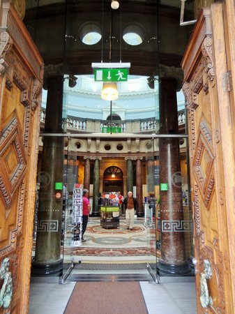 National Museum of Ireland - Archaeology: Entrance