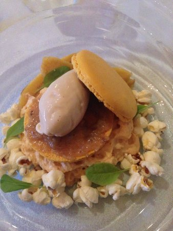 The Estate Grill at Great Fosters: Banana macaroon